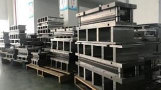 中国 昆山工場にて、4週間で112型を製作した金型の一部